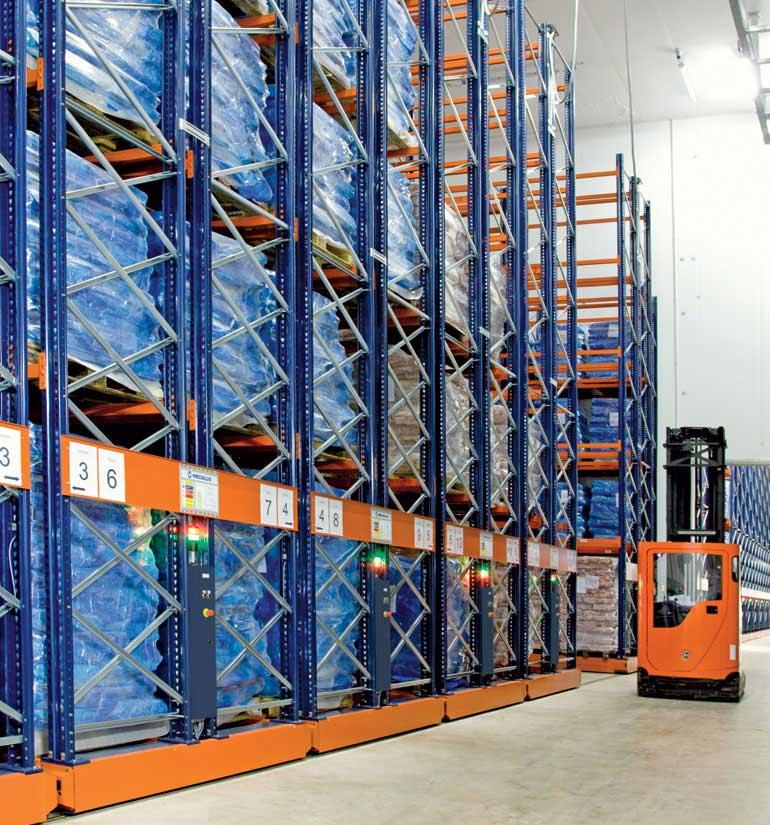 Rayonnages sur bases mobiles pour le stockage de viande congelée