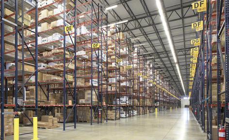 SanMar souhaitait un entrepôt qui lui permette d'augmenter sa capacité de stockage et de dynamiser le processus de préparation des commandes